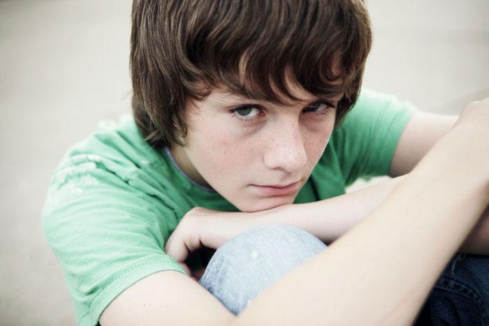 علایم افسردگی در نوجوانان پسر
