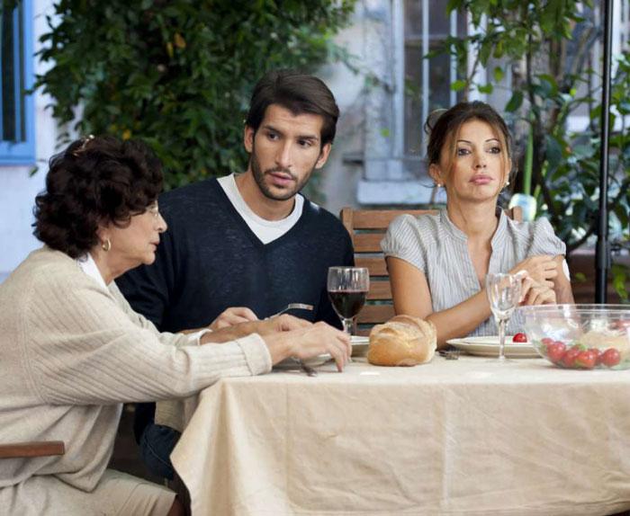 شوهر وابسته به خانواده